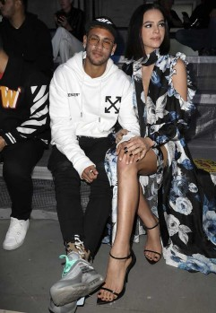 1-neymar-paris-fashion-week-off-white-min